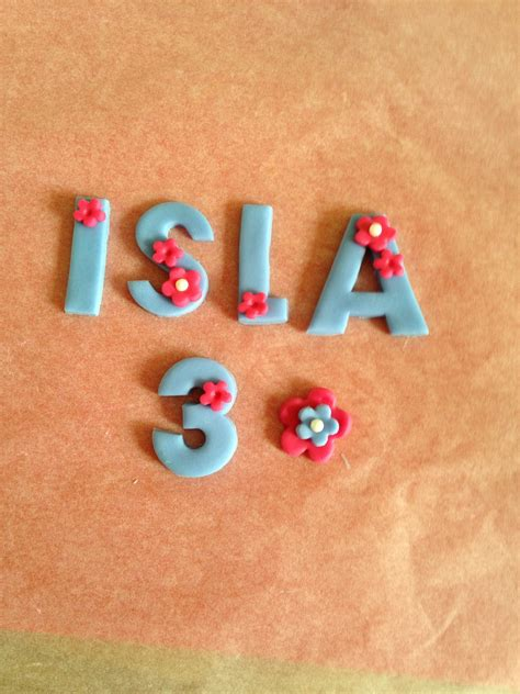 Edible letters/ name topper   Edible cups, Cake toppers